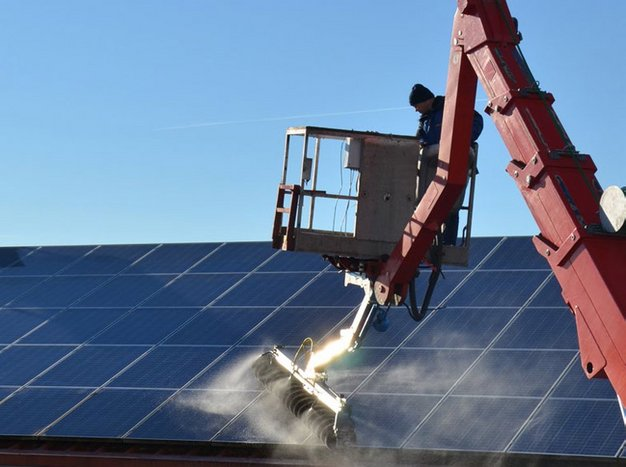 SunBrush mobil crane for cleaning solar panels on roofs